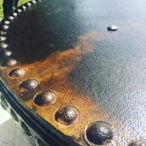 Table acier rivetée