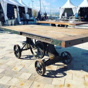 Ancienne scie d'atelier :Table monumentale en bois et fonte