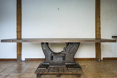 Table industrielle monumentale